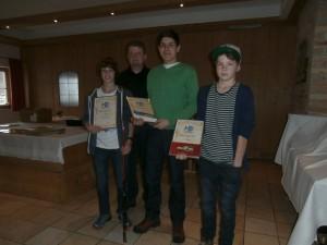 Von links nach rechts: Max Stevens, Jugendleiter Thomas Tremer, Valentin Sanktjohanser und Marius Haberstock.
